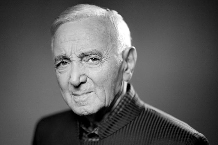 Скончался легендарный французский шансонье Шарль Азнавур